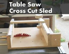 Woodworking Jigs How To Make a Cross Cut Sled for a Table Saw - Sleds, jigs, and mods -- oh my! Your table saw can do a lot more than make straight cuts. These Instructables will show you how to make circles, cut dowels, make box. Table Saw Sled, Table Saw Jigs, Diy Table Saw, A Table, Router Table, Wood Table, Antique Woodworking Tools, Learn Woodworking, Woodworking Patterns