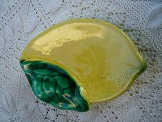 Alte französische VALLAURIS-Majoliic, gelber und grüner Zitrone Form, Stift-Tablett, Seifenschale, home décor,collectibles.1950