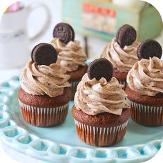 Cupcakes de Oreo How about venturing out and making this Oreo Cupcake recipe today? Oreo Cupcakes, Holiday Cupcakes, Cheesecake Cupcakes, Cupcake Cakes, Banana Com Chocolate, Chocolate Cheese, Cake Bars, Cake Brownies, Cupcake Recipes