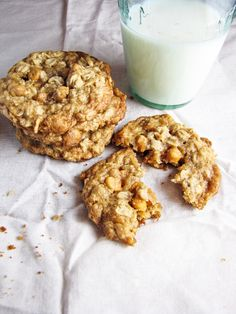 OATMEAL SCOTCHIE ~~~ recipe gateway: this post's link AND http://www.averiecooks.com/2013/04/soft-and-chewy-oatmeal-scotchies-cookies.html [katieatthekitchendoor] [averiecooks]