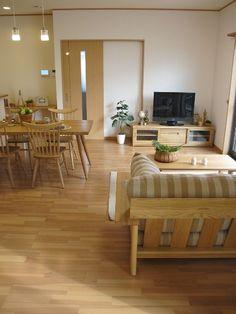 タモ無垢材と栗無垢材の家具でコーディネートしたナチュラルインテリアコーディネート、やわらかい木の温かみを感じるお部屋となりました。