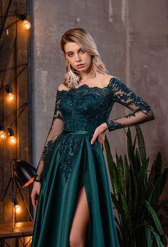 Long Sleeve Evening Gowns, Red Long Sleeve Dress, Ball Gowns Evening, Evening Dresses, Dress Long, Pretty Prom Dresses, Elegant Dresses, Nice Dresses, Emerald Wedding Dresses