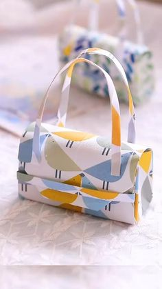 Cool Paper Crafts, Paper Crafts Origami, Diy Paper, Fun Crafts, Doll Crafts, Diy Crafts Hacks, Diy Crafts For Gifts, Creative Crafts, Diy Home Crafts