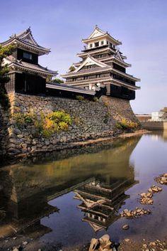 Nakatsu Castle roof in detail.