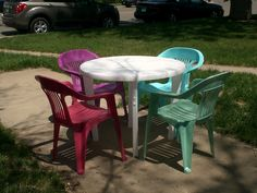 Spray painted lawn chairs Arts And Crafts, Diy Crafts, Painting Plastic, Lawn Chairs, Outdoor Furniture Sets, Outdoor Decor, Outdoor Living, Backyard, Make It Yourself