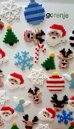 Easy Perler Bead Patterns, Diy Perler Beads, Christmas Perler Beads, Pearl Beads Pattern, Perler Bead Disney, Preschool Art Activities, Iron Beads, Holiday Crafts For Kids, Deco Table