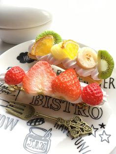 ショートケーキみたいな苺のバレッタ スイーツデコ