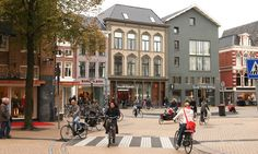 Motorists woke up one morning to find new one-way streets made direct crosstown journeys impossible by car. Forty years later Groningen boasts two-thirds of all trips made by bike … and the cleanest air of any big Dutch city Davis California, California Living, Holland, Urban Design Plan, World Cities, Future Travel, Urban Planning, All Over The World, Netherlands