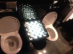 Les toilettes échiquier in Seven Hotel Paris