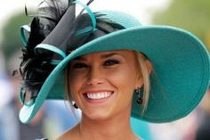 For some people, the Kentucky Derby was all about the horses. Fashionistas know it's hats, hats and more hats. Ok, and shoes and fancy frocks, too. The royal wedding and derby were just a war… Kentucky Derby Fashion, Kentucky Derby Hats, Beauty And Fashion, Fashion Mode, Fashion Hats, Fashion Stores, Fashion 2018, Fashion Trends, Derby Outfits