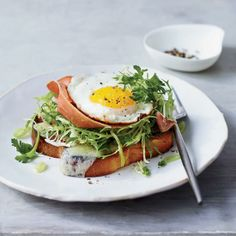 © Johnny Miller Brunch Upgrade: Chef Suzanne Goin's delicious open-face sandwich features buttery, toasted brioche topped with melted Gruyère, frisée, prosciutto and fried eggs. Recipe: Brioche with Prosciutto, Gruyère and Egg. Breakfast And Brunch, Egg Recipes For Breakfast, Best Breakfast, Breakfast Sandwiches, Brunch Food, Brunch Party, Breakfast Options, Wine Recipes, Cooking Recipes
