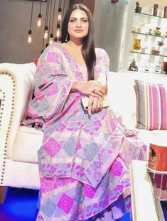 Beautiful Girl Indian, Beautiful Bride, Beautiful Women, Mahira Khan Dresses, Endorsed Brand, Green Hair Colors, Yellow Hair, Punjabi Fashion, Women's Fashion