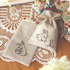 These treats bags are perfect to hold candies for Easter & easy to sew, inspired by NanaCompany. (link to tutorial!)