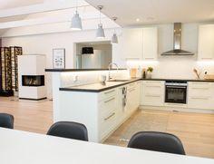Keittiosuunnittelu koksplanering Aveo Vaasa Kitchen Island, Kitchen Cabinets, Home Decor, Design, Island Kitchen, Decoration Home, Room Decor, Kitchen Base Cabinets