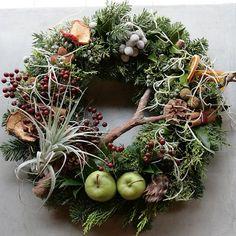 Natural Christmas, Christmas Mood, Christmas Crafts, Christmas Decorations, Christmas Ornaments, Holiday Decor, Xmas Wreaths, Autumn Wreaths, Corona Floral
