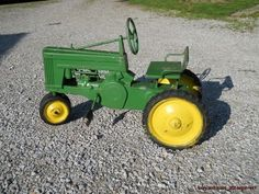 ~1950's~ VINTAGE SMALL JOHN DEERE MDL 60 PEDAL TRACTOR $450