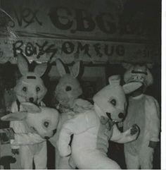 Let's hide eggs. Creepy Images, Creepy Pictures, Cool Pictures, Creepy Horror, Creepy Art, Arte Horror, Horror Art, Dead Dog, Dark Photography