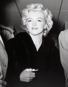 1/02/1954 Arrivée à l'aéroport de Tokyo - Divine Marilyn Monroe