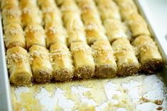 Baklava met walnoten en honing | Kookmutsjes High Tea, Tasty Dishes, Sweet Recipes, Banana Bread, Bakery, Cooking Recipes, Sweets, Snacks, Vegan