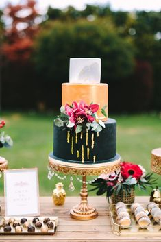 Wedding Inspiration with Black and Red Colour Scheme & Gold Accents (Rock My Wedding) Rehearsal Dinner Inspiration, Wedding Inspiration, Wedding Ideas, Beautiful Wedding Cakes, Gorgeous Cakes, Red Color Schemes, Red Wedding Flowers, Romantic Weddings, Destination Weddings