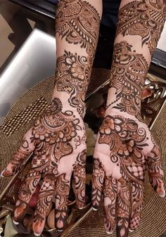 Most amazing and cutest mehndi or henna designs for ladies to get gorgeous hands' look in Just visit here and see fresh collection of mehndi designs to make your personality and whole look more elegant and hot. Modern Henna Designs, Peacock Mehndi Designs, Khafif Mehndi Design, Arabic Bridal Mehndi Designs, Indian Mehndi Designs, Full Hand Mehndi Designs, Henna Art Designs, Stylish Mehndi Designs, Mehndi Designs For Girls
