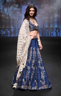 Beautiful Disha Patani walked for Designer Jayanti Reddy At Lakme Fashion Week S Indian Men Fashion, Indian Bridal Fashion, India Fashion, Ethnic Fashion, Latest Fashion, Punk Fashion, Lolita Fashion, Fashion Styles, Fashion Dresses