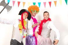 ¿Sabes qué incluye nuestro servicio de PHOTOCALL para BODAS?:  -Traslado y montaje de un estudio profesional portatil (fondo Lastolite Super blanco de 2,70m + 2 flashes Elinchrom de 400w) -Un arcón lleno de atrezzo gracioso y pizarras -Un fotógrafo profesional con equipo Full Frame -Fotografías ilimitadas durante la primera hora del baile-fiesta .....más info en:  www.miguelonieva.com