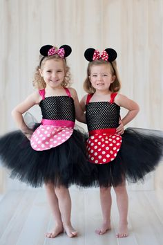 What minnie princess doesn't want to dress up in a little mouse costume! Our Miss Mouse tutu dress is one of our favorites! Available in Red or Pink. Each tutu dress comes with an apron that ties aro (Halloween Enfant Facile) Diy Snow White Costume, White Costumes, Dress Up Costumes, Tutu Dresses, Costume Halloween, Halloween Kids, Mouse Costume, Infant Halloween, Group Halloween