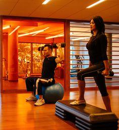 Le gym, situé à même l'édifice permet de s'entrainer régulièrement Album Photo, Gym Equipment, Lifestyle, Sports, Photos, Hs Sports, Pictures, Workout Equipment, Sport