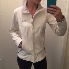 Mountain Hardware jacket Practically new condition, great lighter jacket with inner fleece lining // armpit to armpit length is 19 in // top to bottom length is 23-25 inches // lining extends down the sleeves and has thumb holes at hands // Zippered pocket inside jacket. More of a fitted style which is very flattering! A great closet staple for every woman! NO TRADES‼️ Mountain Hard Wear Jackets & Coats