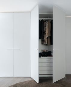 Master Wardrobes: Full height doors