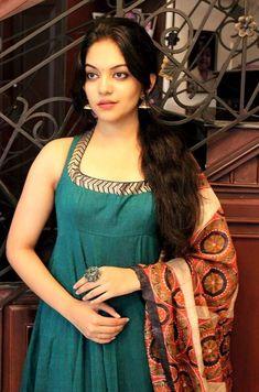 Kanchipuram Saree Wedding, Saree Jewellery, Dress Neck Designs, Cute Girl Poses, Beautiful Girl Indian, Indian Beauty Saree, India Beauty, Beauty Women, Asian Girl