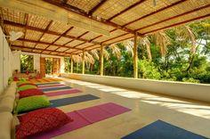 sala para Yoga e meditação projeção de filmes