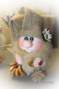 Фотография Christmas Crafts, Christmas Decorations, Christmas Ornaments, Sewing Toys, Soft Sculpture, Diy And Crafts, Burlap, Creations, Crochet Hats