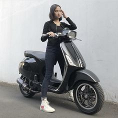 Vespa Girl, Scooter Girl, Vespa 150 Sprint, Italian Scooter, Mini Bike, Biker Girl, Scooters, Pinup, Sirens