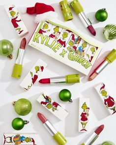 Meet the gorgeous Grinch Lipstick Set! 5 mattes and 1 metallic 💋 1 DAY until Kylie x Grinch launches 😍💚 Our limited edition holiday collection launches this Thursday 11.19 3pm pst on KylieCosmetics.com 🎄 Kylie Makeup, Kiss Makeup, Makeup Goals, Makeup Dupes, Makeup Kit, Makeup Cosmetics, Makeup Inspo, Kylie Jenner Holiday Collection, Grinch