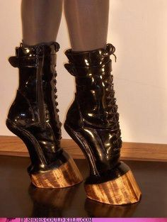 The most weird shoes - come check it out !!! Os sapatos mais estranhos!!
