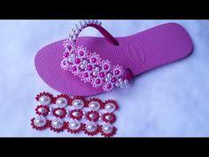 Trama de pérolas.Eliene Rodrigues. - YouTube Hair Bows, Ciabatta, Flip Flops, Slippers, Beads, Sandals, Crafts, Shoes, Flip Flop Decorations