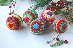 Free Crochet Christmas Bauble Pattern | Crochet | CraftGossip | Bloglovin'