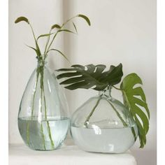 Perfectly imperfect, our collection of recycled glass balloon vases is a harmonious blend of whimsy and elegance. These stately vases are sure to make t… Big Vases, Tall Vases, Large Vases, Vase Centerpieces, Vases Decor, Glass Flower Vases, Glass Vase, Sea Glass, Mr Brown