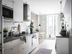 Bostadsrätt, Kastellgatan 4 - Linné, Göteborg - Entrance Fastighetsmäkleri Kitchen Island, Kitchen Cabinets, Beautiful Interior Design, Nordic Design, Studio Apartment, Home Kitchens, Sweet Home, Dining, Home Decor