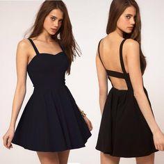 vestido corto negro sencillo