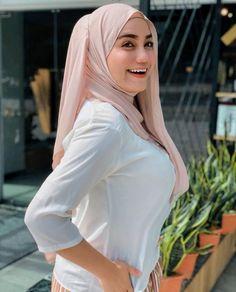 Beautiful Hijab, Niqab, Pin Image, Change The World, Your Smile, You Changed, Shawl, Hot, Sexy