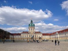 Charlottenburg Palace is a small oasis of tranquility that allows you to recapture your breath and re-gain your pace, to keep up with the Berlin lifestyle.