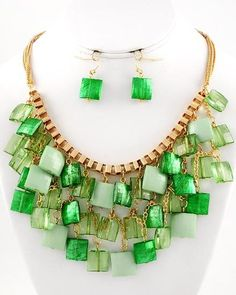 CHUNKY LUCITE BEAD GREEN NECKLACE