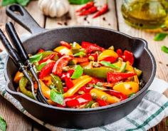 Sautéed Peppers and Onions Recipe Italian Side Dishes, Best Side Dishes, Healthy Side Dishes, Vegetable Side Dishes, Onion Recipes, Chicken Recipes, Ratatouille, Sauteed Peppers And Onions, Frijoles Refritos