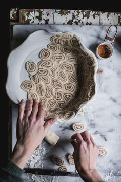 Cinnamon Roll Apple Pie from Lomelino's Pies by Eva Kosmas Flores and Tiffany of Oh Honey Bakes No Bake Desserts, Just Desserts, Delicious Desserts, Cinnamon Roll Apple Pie, Cinnamon Rolls, Apple Pies, Pie Recipes, Baking Recipes, Dessert Recipes