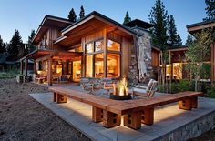 Flight House is a modern interpretation of a mountain home by Sage Architecture, set in the Martis Camp development in the Sierras of Truckee, California. Log Cabin Kitchens, Log Cabin Homes, Log Cabins, Rustic Kitchens, Rustic Homes, Design Exterior, Modern Exterior, Rustic Exterior, Modern Roofing