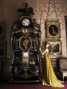 Nicole Kidman in a Givenchy dress photographed by Mario Testino for Vogue 2006 Unusual Clocks, Cool Clocks, Antique Clocks, Vintage Clocks, Antique Watches, Mario Testino, Time Clock, George Nelson, Sistema Solar