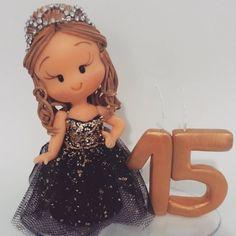 "51 curtidas, 1 comentários - Noivinhos Nê Biscuit (@nebiscuit) no Instagram: ""#biscuit #debutantes #topodebolo #topcakes #porcelanafria #polycol #tekbond #coldporcelain"""